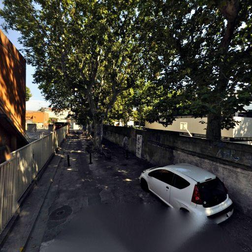 Mairie - École primaire publique - Arles