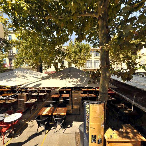Place du Forum - Attraction touristique - Arles