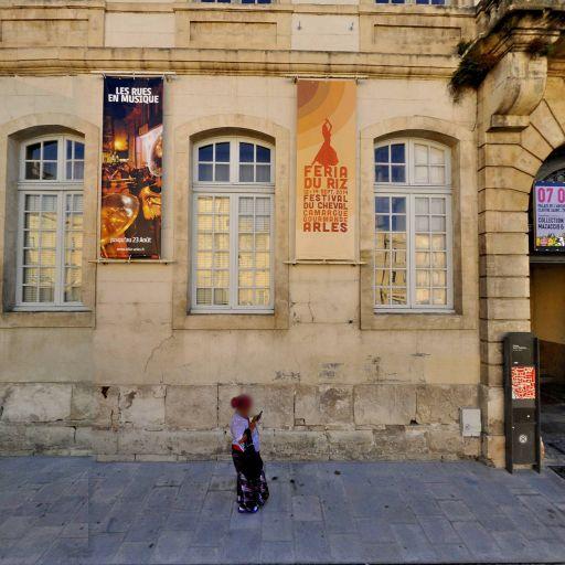 Palais archiépiscopal - Attraction touristique - Arles