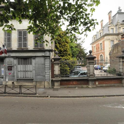 Jardin Du Rocher - Parc et zone de jeu - Troyes